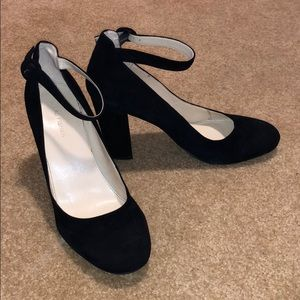 Marc Fisher Ion-2 Pump women's heels size 10!